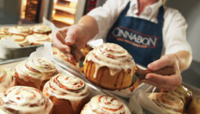 """Cinnabon Issues Apology After """"Offensive"""" Carrie Fisher Tribute"""