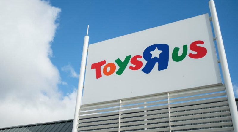 Toys R Us Will Still Hire Thousands of Holiday Workers