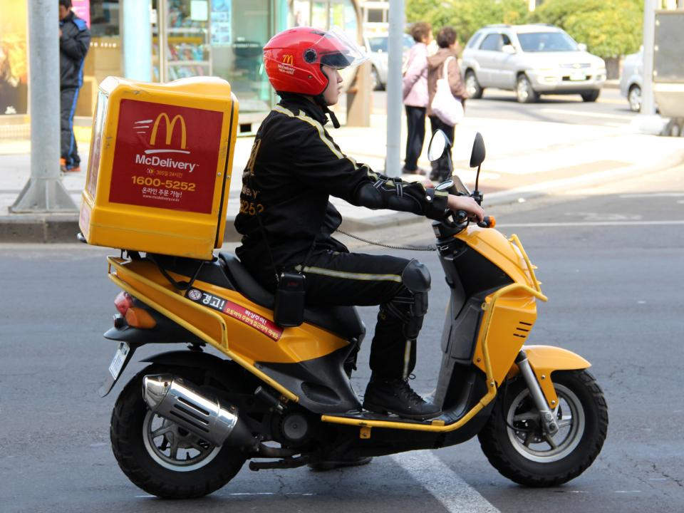 According to a new survey by Temkin Experience Ratings of 10, Americans, McDonald's and Burger King are the most commonly disliked fast-food establishments. Baskin-Robbins, KFC, and Domino's.